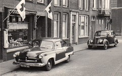 NG-06-60 Kaiser Henry J & PD-74-55 Ford Tudor (Wouter Duijndam) Tags: ford j tudor henry anton kaiser leidschendam bakkerij remmerswaal sluiskant ng0660 pd7455