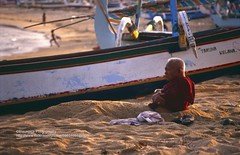 Bali, Padang Bai, old man chilling (blauepics) Tags: indonesien indonesia indonesian indonesische bali island padang bai water wasser meer sea coast kste beach strand sand bay bucht old man alter mann relaxing chilling entspannen feeling good angenehm