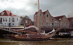 Against the sun (Arne Kuilman) Tags: canon 500n analogue film scan kodak 4009 kodacolor epson zeeland nederland netherlands boot boat vl13