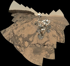 Curiosity full selfie before and after drill (with MAHLI images sol 1463 and one MastCam image sol 1464) (2di7 & titanio44) Tags: nasa jpl curiosity mars quela drill murraybuttes