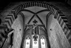 Crocifisso di Cimabue ad Arezzo (R.o.b.e.r.t.o.) Tags: cimabue croce arezzo basilica chiesa church sandomenico ar toscana tuscany italia italy bw blackandwhite
