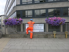 neon workman and flowers (cleanskies) Tags: neon workman countyhall municipalplanting summerbedding