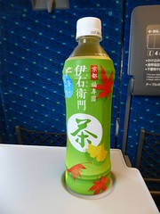 Bottled tea is essential (seikinsou) Tags: japan spring hikari shinkansen jr railway train shinosaka tokyo tokaido tea bottle seatr