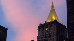 NEW YORK (pwitterholt) Tags: light sunset newyork night gold evening manhattan lifeinsurancebuilding