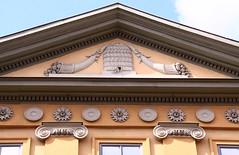Municipal museum of Weimar (:Linda:) Tags: museum germany town weimar pillar decoration thuringia bee rosette beehive pediment gable cornucopia sule giebel dentil stadtmuseum fllhorn wimperg bekrnung verdachung zahnschnitt