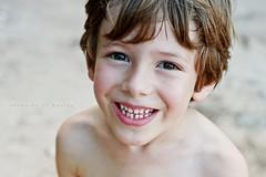 Retrato: Lucas (Francine de Mattos) Tags: portrait 50mm retrato sorriso francinedemattos fotografeumaideia