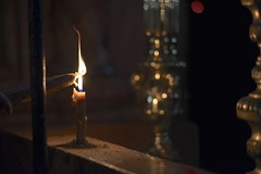 Light of the World (Curious Lizard) Tags: history church israel nikon candle availablelight jerusalem christianity carlzeiss d600 485 holysepulcher zf2 zeisscontest2012 carlzeissplanar1485mmzf2t curiouslizardcom