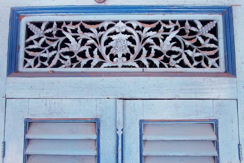 Ukiran Pintu di nDalem Purwodiningratan, Keraton Surakarta (Solo)