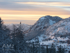 Dusk over Hirschberg and Oberjoch (Nataraj Metz) Tags: schnee trees winter sunset mountain snow mountains alps tree berg pinetree forest germany landscape bayern deutschland bavaria europa europe sonnenuntergang dorf village view nieve nevada bad peaceful berge snowcapped valley alemania neige alpen aussicht landschaft wald alp bume allemagne baum tal winterwonderland deutsch nevado schneebedeckt conifer bergdorf gebirge pristine allgu oberjoch hirschberg aldea oberallgu paisible nadelbaum neigeux hindelang konifere allguer winterwunderland nadelholz pinales coniferales