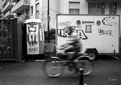Journe de la   [explorer] (Jack from Paris) Tags: street leica bw motion paris bike silhouette de graffiti la women day angle noiretblanc tag femme wide rangefinder move dessin best explore monochrom mode vlo cabane regard journe cycliste lightroom m82 dng 2013 10711 journeedelafemme tlmtrique voigtlandercolorskopar21mmf4 l1001923bw