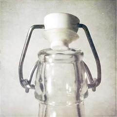 *still: open bottle (my-little-world) Tags: stilllife texture kitchen glass square bottle still visualpoetry bsquare artisticexpression kolektyw texturesquared anajotex flaypapertexture projektdziewczyny