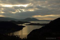 Embalse de la Sierra de Cadiz (JuJoRoLe&Fotografia) Tags: sunset sun mountain lake sol clouds landscape lago atardecer paisaje sierra nubes cadiz ocaso montaas lateafternoon rayos mountainchain