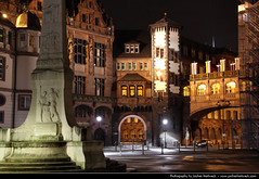 Rathaus, Frankfurt (JH_1982) Tags: old city statue architecture night germany de deutschland noche town hall nacht frankfurt architektur noite rathaus altstadt nuit notte ville municipal mairie francfort roemer noc rmer gemeentehuis romer municipio htel cmara   francoforte ratusz  concelho paos