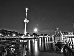 Parkhaven bij nacht bw (michieljacker) Tags: rotterdam rotjeknor thenetherlands holland nederland nacht night urban park bw parkhaven harber euromast moon