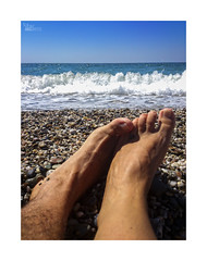 Playeando... (ngel mateo) Tags: ngelmartnmateo ngelmateo balerma elejido almera andaluca espaa sombrilla orilla playa pies cielo horizonte relax relajacin complicidad pareja roce tocar spain andalusia feet shore sky horizon relaxation rubbing complicity couple touching