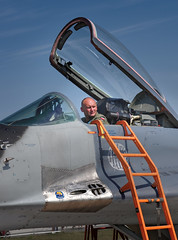 ready? (E-Maxx) Tags: airplane jet avion flugzeug pilot ready mikojangurewitsch mig29 polishairforce  29 fulcrum 105