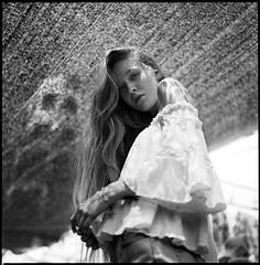 Alicia (byfer / Fernando Ocaa) Tags: madrid hasselblad 500cm tmax kodak iso100 portrait retrato 6x6 120 mediumformat formatomedio bw blancoynegro blackwhite woman analogico analogic selfdeveloped ilfosol3 square