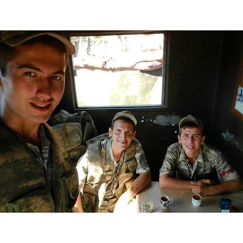 Geziyoruz diye askerlik yapmıyoruz sanmayın 😂😂 hahahah nizamiye nöbetinde Geleneksel Türk Kahvesi   #nöbet #mehmetefendi #con #oza #türkkahvesi #askerlik #soldier #hard #ulaştırma