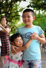 Siblings dancing at the West Lake in Hangzhou, China (jujemisa) Tags: asia china hangzhou dancing west lake unesco worldheritage nikon d5200 east siblings brother sister dance