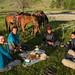 Café da manhã com os amigos franceses e dois meninos locais