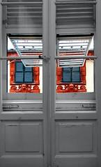ll mondo  a colori (meghimeg) Tags: window facade out finestra genova interno esterno facciata decori 2013 wonderfulworldofflowers difronteinfront