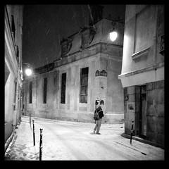 paris - marais - 05 (hors-saison) Tags: winter blackandwhite snow paris france noiretblanc hiver neige marais nuit placedesvosges