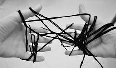 Slegami. (Fabiola_Castania) Tags: white black lana hands nikon mani filo d3100