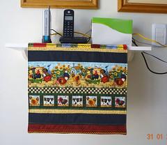 Toalha para Prateleira (Bia e Deise - Quilting Beagles) Tags: country toalha patchwork trilho