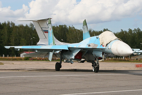 Sukhoi Su-27 Flanker 'RF-93696 / 30 red'