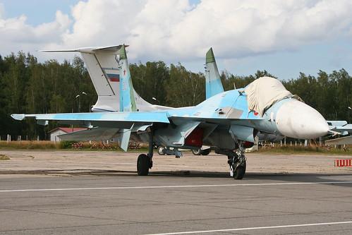 Sukhoi Su-27 Flanker 'RF-93696 / 30 red'