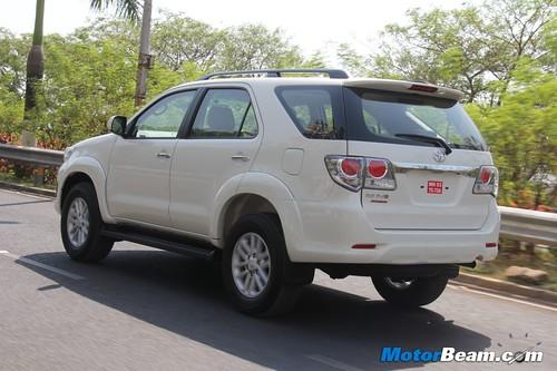 2013-Toyota-Fortuner-06
