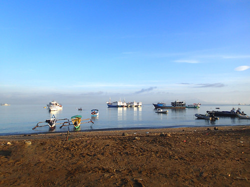 The different boats that dock at Dili, Timor-Leste. Photo by S. Suri, 2013.