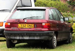 L332 ONG (2) (Nivek.Old.Gold) Tags: 1993 vauxhall astra 17d turbo intercooler ls 5door raypowellgroup