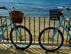 Vacaciones (camus agp) Tags: playa azules orilla mar panasonic fz150 bicicletas