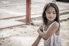 Playing around (vincent.lecolley) Tags: girl asian philippines asia street documentary photojournalism candid