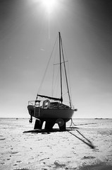 A Tide-Stranded Yacht (Explored 13/08/16) (Indy ) Tags: nikon d3000 nikon1855mmf3556gafsvrdx yacht tide blackandwhite sea shore southendonsea shadow contrast essex