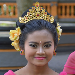 Balinese Girl (cpcmollet) Tags: bali indonesia indonesian culture colour face gente portrait retrato street people cara asia nice eyes rostro urban beauty awesome woman girl flowers