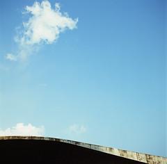 (photoCKD) Tags: 2016 july taiwan nantou hasselblad503cx carlzeissplanartf2880mm fujichromeprovia100f120format rdpiii mediumformat 120 6x6 square sunmoonlake curve cloud sky