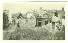 Jean Pecher in een verwoest dorp (Lo ?), november 1915 | Jean Pecher in a village in ruins (Lo ?), November 1915 (Liberaal Archief) Tags: wereldoorlog jeanpecher worldwari 19141918 liberaalarchiefvzw gent fotocollecties archieven lo dorp village ruins belgianarmy machineguns greatwar archives photocollectionjeanpecher