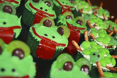 Frog and Turtle Cupcakes (lsimon305) Tags: red white green canon rebel baking eyes desert turtle cupcake frogs xsi