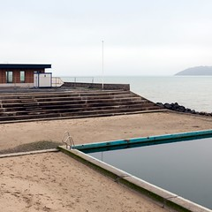 Empty pool (Julio Lpez Saguar) Tags: sea france pool mar empty bretagne piscina francia vacio spaces bretaa espacios binic juliolpezsaguar
