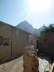 "Abandoned mud brick village behind Bait Al Marah castle (John Steedman) Tags: castle oman muscat 阿曼 sultanateofoman مسقط سلطنةعُمان オマーン 오만 ""オマーン国"" ""阿曼蘇丹國"" baitalmarah"