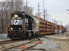 Pipe Hauler (JayLev) Tags: ns pipe local norfolksouthern flatcar longhoodforward