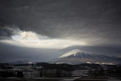 Ominous Mornings (jasohill) Tags: light sky strange weather japan clouds standing sunrise scenery power wave iwate    lenticular   tohoku sunbeam mtiwate snowcap landspace   undulatus   2013 asperatus