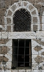 Yemen: la solitude (architecture du djebel Haraz.) (Claude Gourlay) Tags: architecture arabia yemen arabian yemeni archéologie yaman arabie jemen arabiafelix arabieheureuse iémen djebelharaz claudegourlay arabiafélix