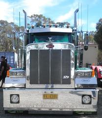 Peterbilt 379 (atkinson3800) Tags: show red tractor green truck prime australian front lorry nsw pete motor aussie bonnet mover bobtail oaklands peterbilt peterbuilt 2013 burkinshaws
