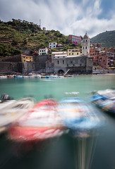 Vernazza (julien roland photographies) Tags: vernazza italie italia italy cinqe terra cinque terre long exposure longue exposition nd boat