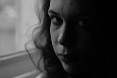 Elsa. (Nicolas Fourny photographie) Tags: dof depthoffield canon 600d 50mm portrait portraiture girlportrait womanportrait blackandwhite beautifulgirl beautifulwoman gorgeous brunette beautifulbrunette bokeh studio hotelroom