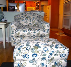 Smith Brothers 942 Chair (Brian's Furniture) Tags: smith brothers berne 942 chair ottoman blue green white leaf pattern contemporary curved back small scale transitional fabric 334211 antique butternut stain lifetime warranty custom made american brians furniture westlake ohio po616161