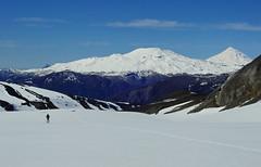 Llegando al Glaciar Pichillancahue + video (Mono Andes) Tags: andes chile chilecentral regindelaaraucana parquenacional parquenacionalvillarrica volcnquetropilln volcnlann ski skitour esqu randonn invierno volcano volcn